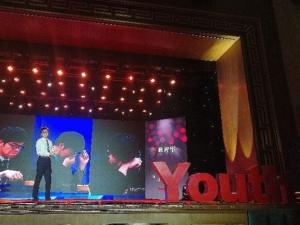 柯潔九段舞台上の写真