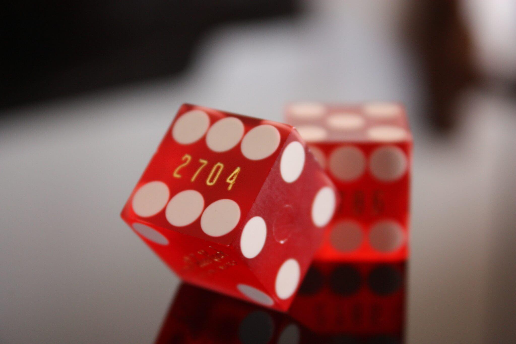 囲碁と五目並べでの勝負の決まり方(ルール)の違い